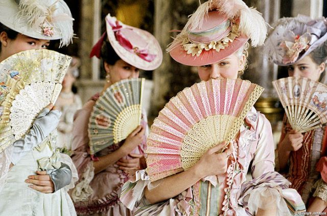 700px-800px-Marie-Antoinette-2006